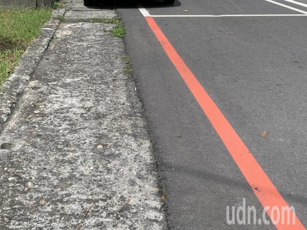 雲林縣斗六市雲林路二段、縣政府廣場前道路停車格,與人行道之間其實還有寬約0.8公...