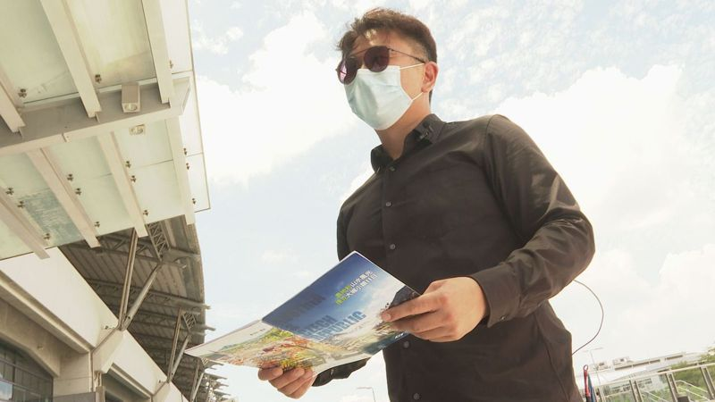 專帶國外旅遊的領隊李佐霖,在全球疫情爆發後轉做國旅,但5月國內進入三級警戒,連國旅也都暫停了,他苦笑說恐怕要想想其他打算了。記者徐宇威/攝影