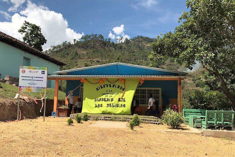 台糖協助宏都拉斯偏鄉興建的第二所中學「Las Delicias」中學,6月25日在當地啟用。圖/台糖提供