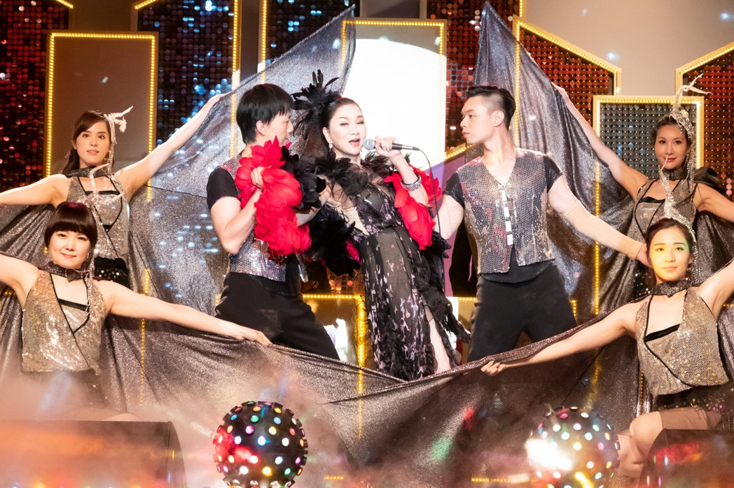 張瓊姿客串「黃金歲月」本色演出,還特別在拍攝前找舞群排練。圖/民視提供