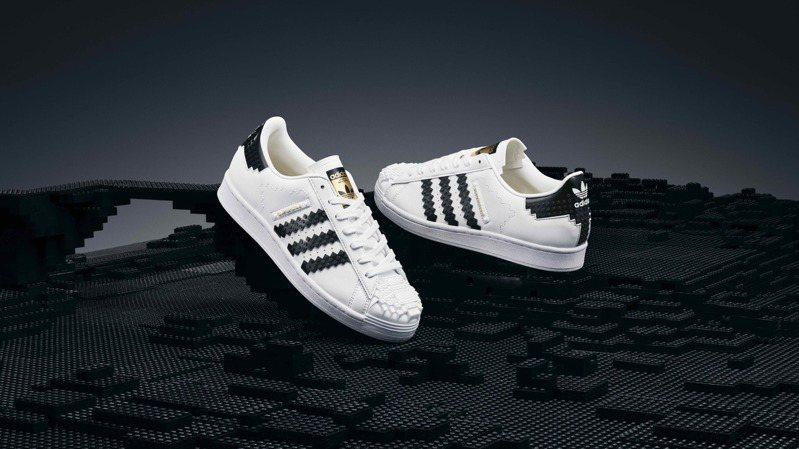 adidas Originals X LEGO聯名限定系列鞋5,290元。圖/adidas Originals提供
