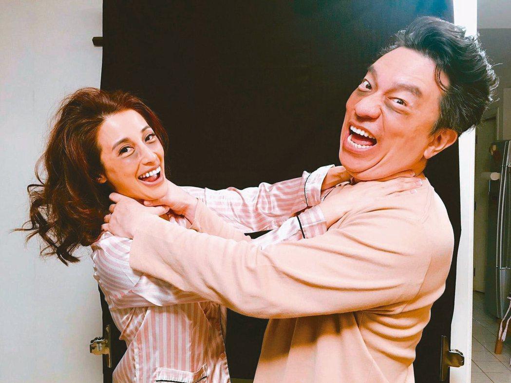 李蒨蓉(左)認為愛不是只有吵架,而是吵架還能一輩子,才是夫妻,右為老公李德立。圖