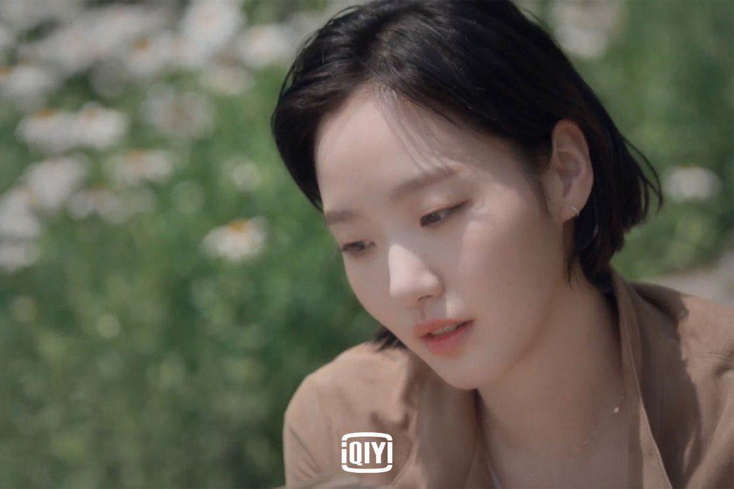 金高銀在韓綜「盼望的大海」與「鬼怪」搭檔李棟旭再度合作。圖/愛奇藝國際站提供