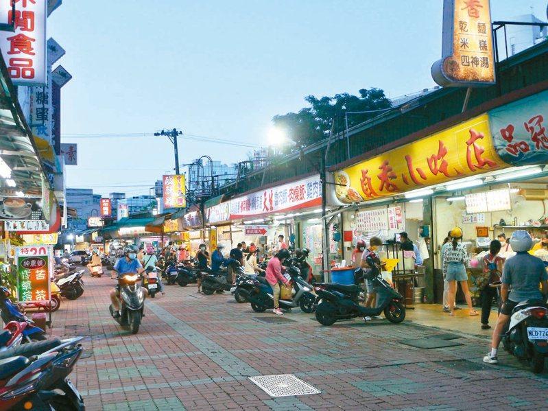 指揮中心擬制訂夜市、餐廳指引「微解封」。記者徐白櫻/攝影