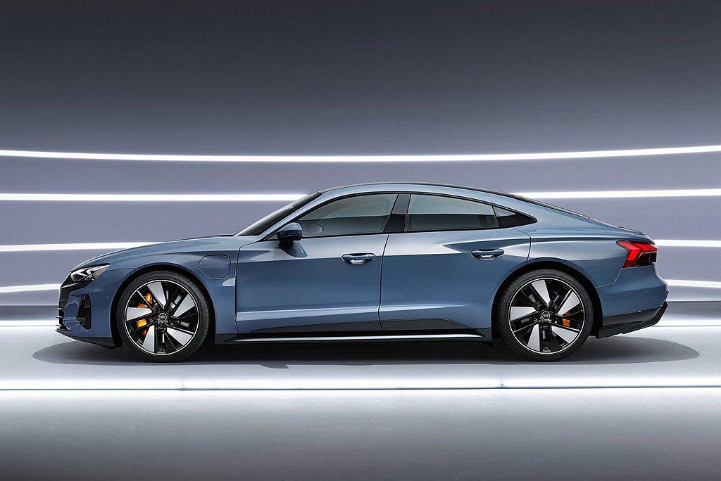 Audi e-tron GT不僅展現新純電美學巔峰,更創造出0.24Cd風阻係數...
