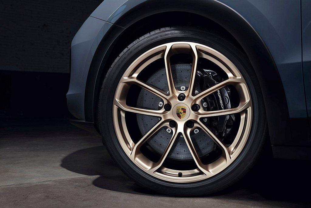 專為保時捷Cayenne Turbo GT開發的新型22吋Pirelli P Z...