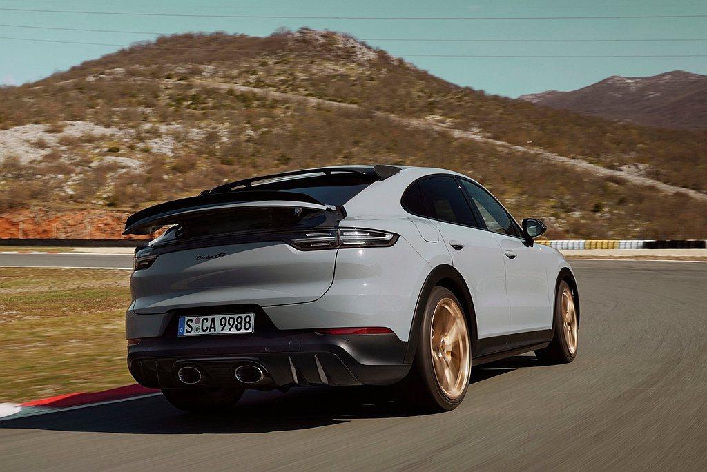 保時捷Cayenne Turbo GT搭載專屬標準跑車化排氣系統,其特色為位於車...