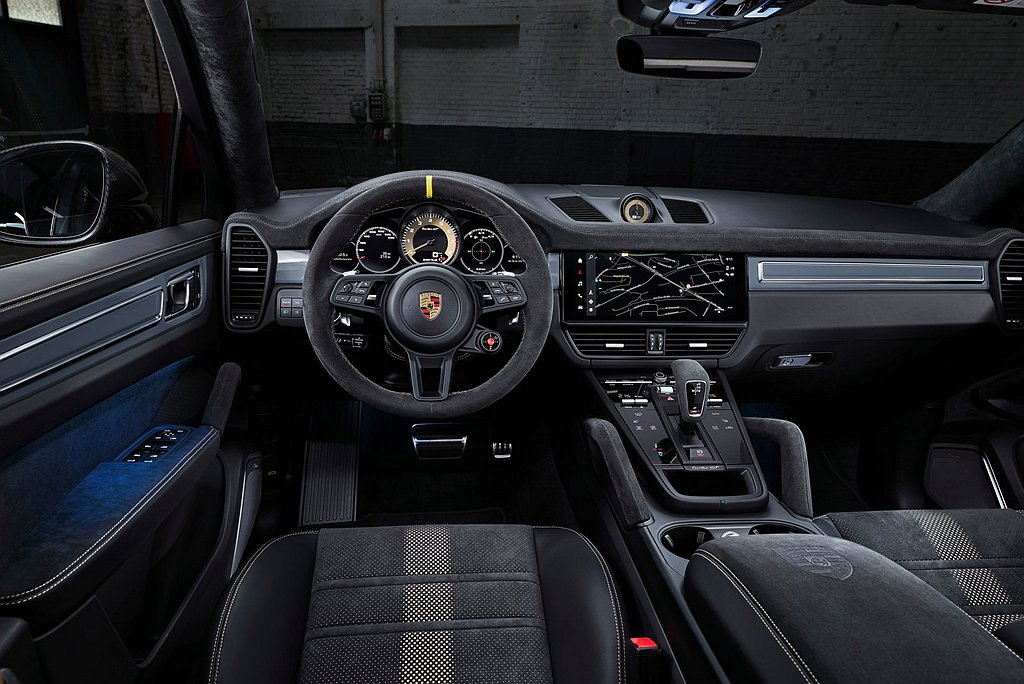保時捷Cayenne Turbo GT內裝以Alcantara麂皮為主要材質延伸...