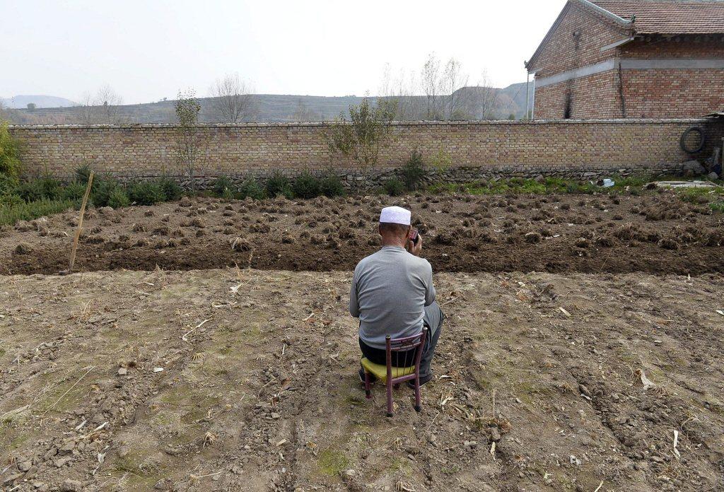 在國際媒體前頻頻自誇「精準脫貧」的中國,目前有全國五分之一、為數6,000萬的出外農民工子女,是所謂「留守兒童」,在鄉村中由祖父母撫養長大。2015年,攝於寧夏西海。 圖/新華社