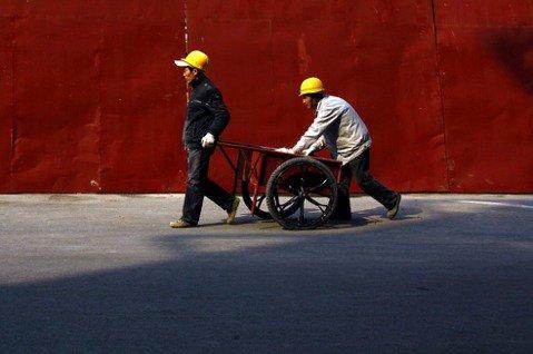 奇蹟背後沒有光:被黨犧牲的數億農民工,與他們處身的《低端中國》