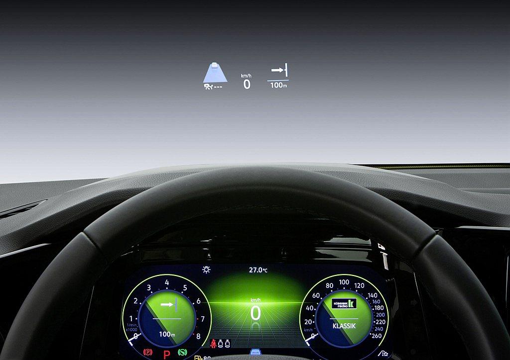 全新第八代福斯Golf Style以上車型可選配HUD抬頭顯示器(投影式)及Ha...