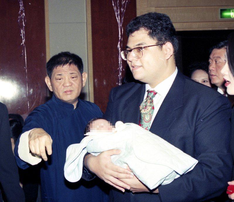 已故股市聞人黃任中(左)與兒子黃若谷(右)。圖/本報系資料照片