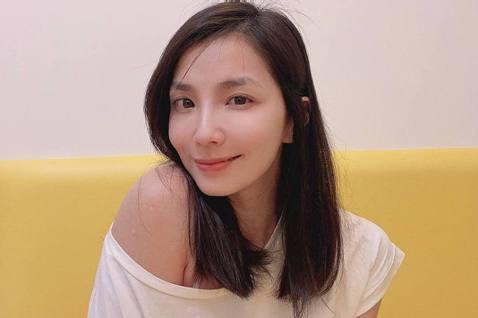 女星湘瑩在9年前因捲入Makiyo「罪毆運將」事件,導致形象重創,從此演藝事業跌至谷底,近日她難得在薔薔的影片中露面,重新被問及此事,坦言這9年讓她發現其實自己真的很不勇敢,雖然經過這麼多年的沉澱,...
