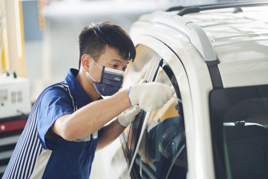 防疫期間,Ford車主回廠即享180秒臭氧殺菌服務。 圖/福特六和提供
