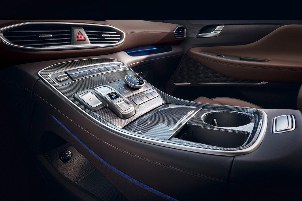 高置式鞍座控制台設計。 圖/南陽實業提供