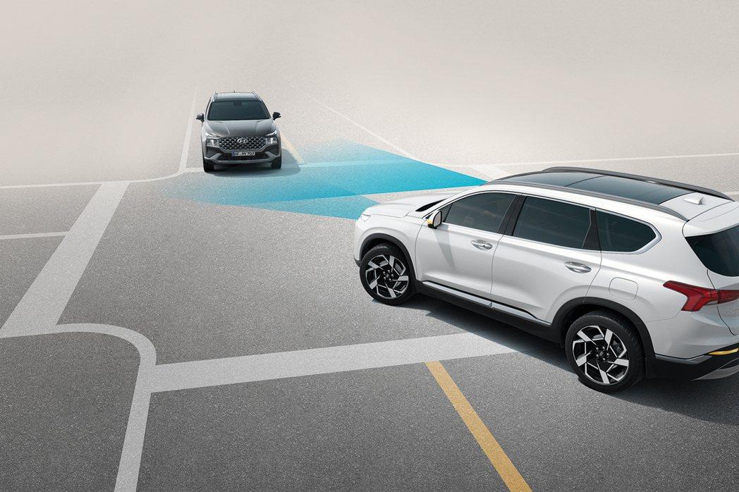 小改款Hyundai Santa Fe導入FCA前方主動煞停輔助系統(含行人偵測...