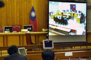 疫情下法庭旁聽難題:「網路法庭直播」是解方還是製造更多問題?