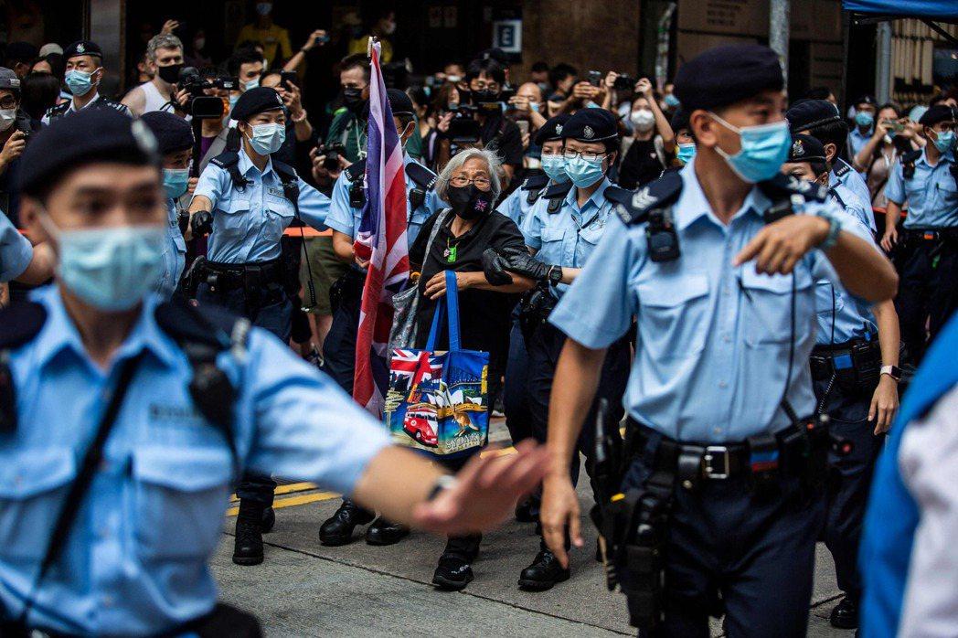 另一邊,為了慶祝建黨100週年以及主權移交24年,香港特首林鄭月娥已在28日前往...