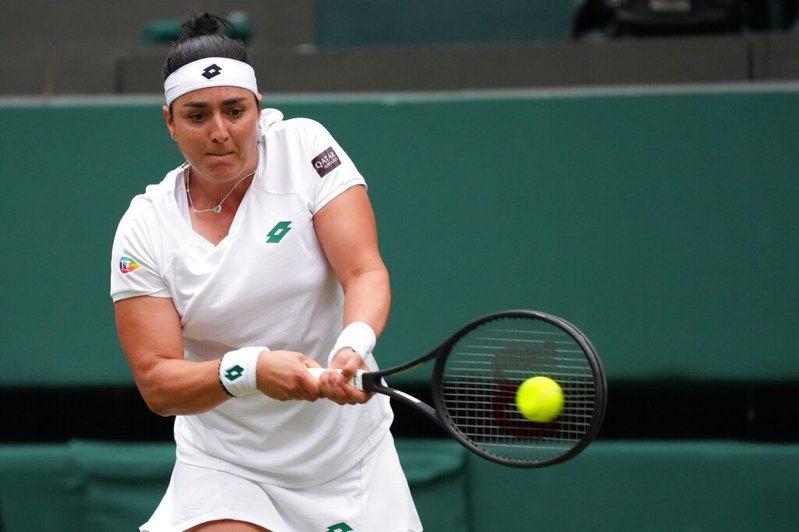 首位贏得世界女子職業網球協會(WTA)賽事后冠的阿拉伯女性加博擊敗大威,晉級溫網第三輪。 美聯社