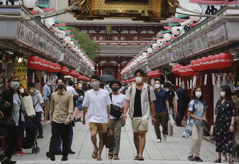 日本東京都2019冠狀病毒疾病(COVID-19)疫情持續升溫,今天又新增673例確診病例,如果按照目前增加比率,4週後東奧舉行期間的7月28日,單日新增確診病例數恐將逾千例。 美聯社