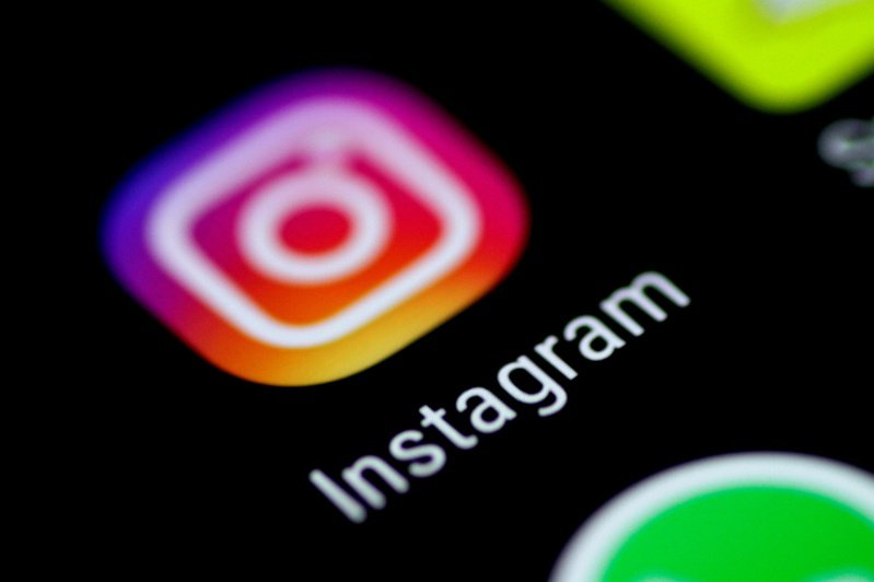 Instagram未來幾個月將測試重大變革,包括全螢幕展示推薦影片,變得更像TikTok。路透