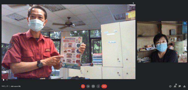 疫情防災宣導不可少!台南市左鎮消防分隊小隊長蔡佳宏透過視訊當地唯一一家液化瓦斯分裝業者進行視訊宣導。圖/左鎮消防分隊提供