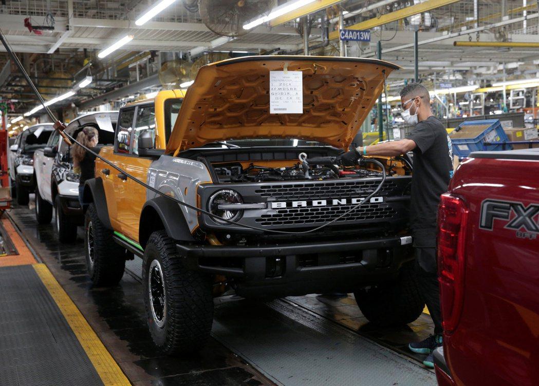福特汽車(Ford Motor)在美國密西根州的Bronco休旅車生產線。 路...