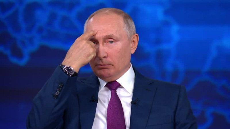 俄羅斯總統普亭6月30日舉行年度馬拉松Call-in秀時,批評英國皇家海軍驅逐艦日前侵犯俄國「領海」擺明就是「挑釁」,同時直言「挑釁者們」知道他們贏不了,所以就算俄方擊沉英艦也不會引發第三次世界大戰。路透