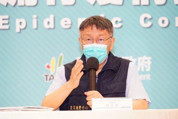 台北市長柯文哲處理北市疫情燒腦,近期民間團體醞釀要罷免柯,近柯人士認為這是假議題。圖/北市府提供