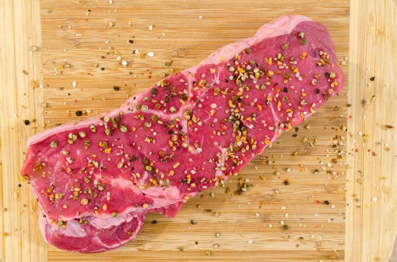 電烤盤可以烤牛排。圖/摘自Pelexs