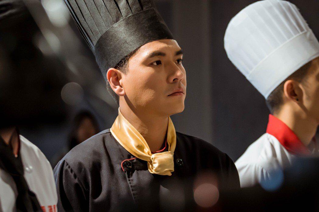 王傳一在「美味滿閣」中飾演天菜主廚。圖/中視提供