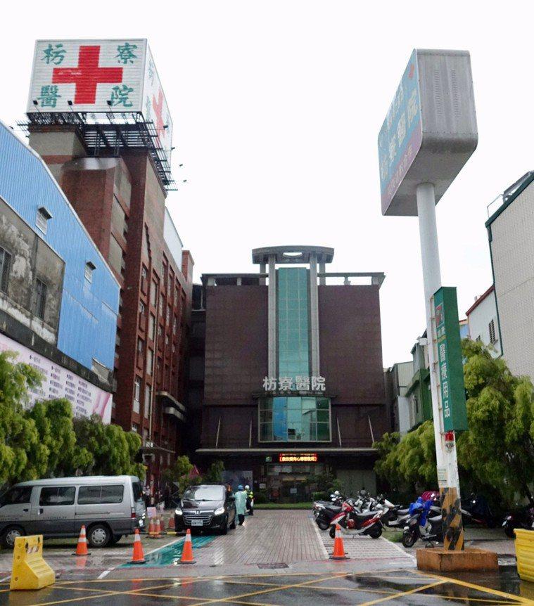 屏東縣衛生局為彌補屏南地區緊急醫療缺口、前年在枋寮醫院啟動的腦出血與頭部外傷緊急...
