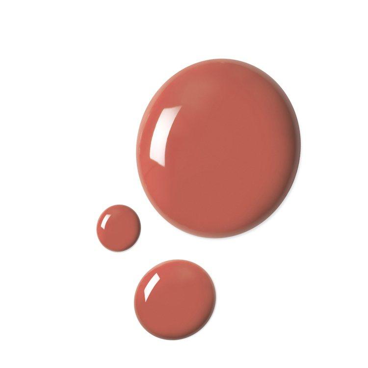 異彩琉光指甲油#414佩吉珊瑚橘。圖/GUCCI提供