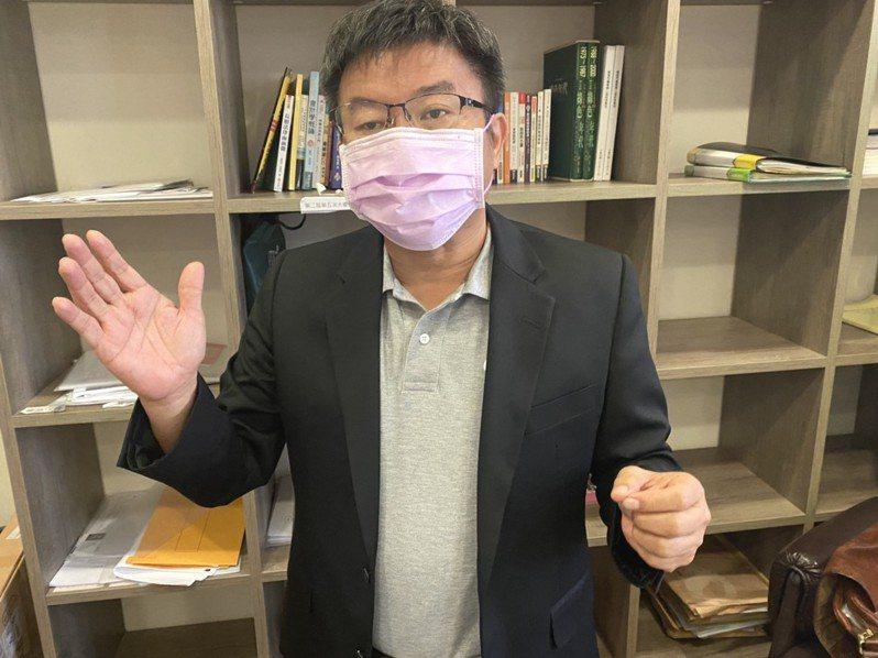 高市議會民進黨團支持市府防疫作為,總召鄭光峰說,處於防疫的非常時期,當機立斷且祭出鐵腕是必要之舉。圖/高市民進黨團提供