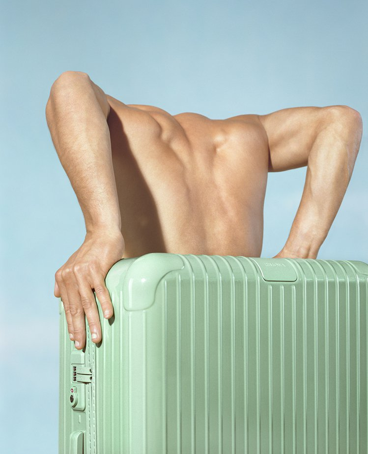 青竹綠色Bamboo Essential系列行李箱配色,令人想起泰國用於建築以至...
