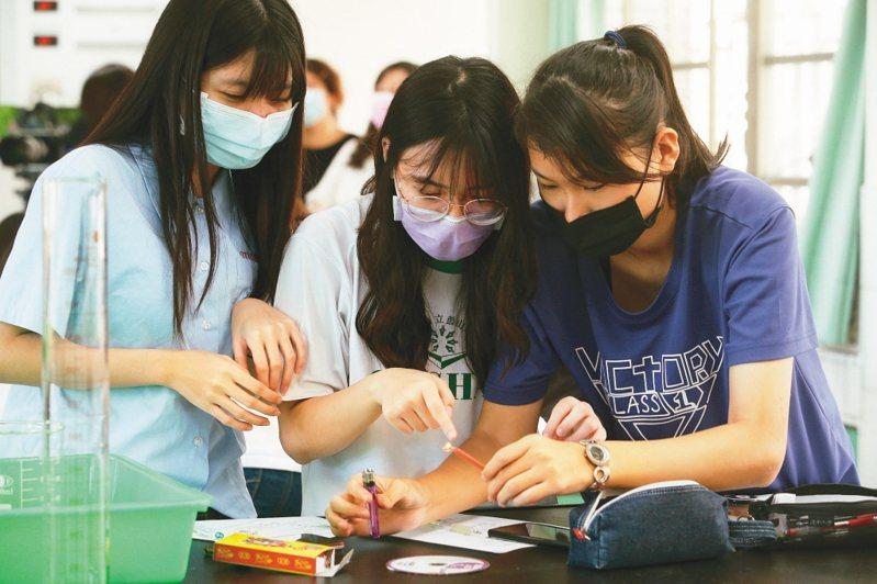 淡江大學教育學院院長潘慧玲表示,疫情下要透過線上實施108課綱強調的素養導向教學更是不易。圖/聯合報系資料照片