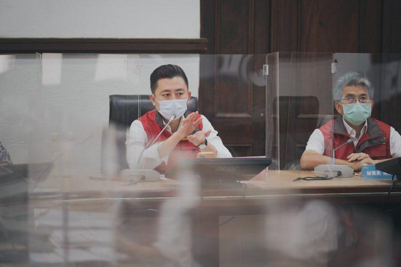 新竹市政府6月28日公告,回溯至6月20日至27日入境者,應入住防疫旅館,若選擇在家中檢疫、不入住防疫旅館,隔離期間應再做一次篩檢,圖為市長林智堅。記者張裕珍/翻攝