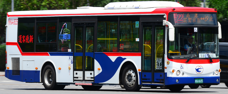 光華巴士新北市汐止公車司機投訴,公司財務有問題。總公司表示,確實行政有疏失已補發,月底是預支款而非本薪,已請各站告知司機實況。圖/翻攝業者網站