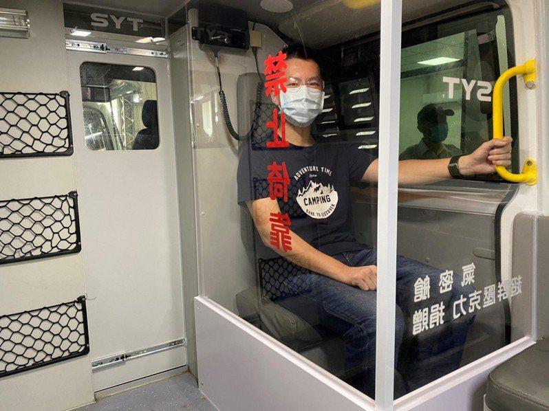 民間出錢出力改裝宜蘭縣5輛專責救護車。圖/宜蘭縣政府消防局提供
