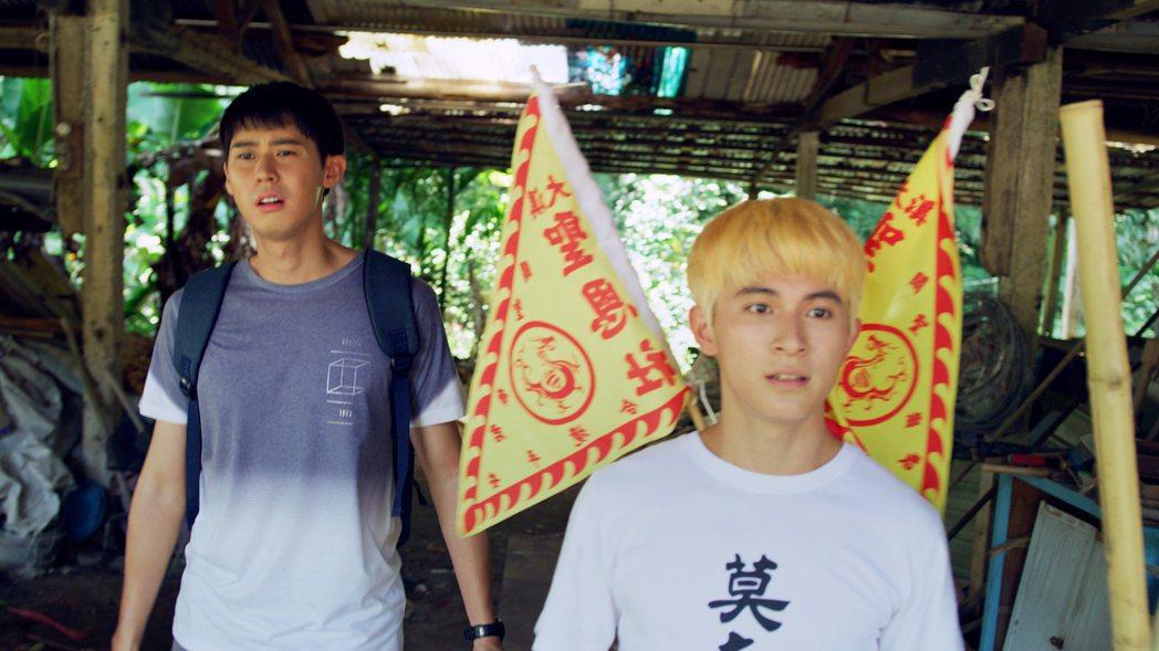 李玉璽(左)、林暉閔在烈日下拍戲險虛脫。圖/東森、映畫提供