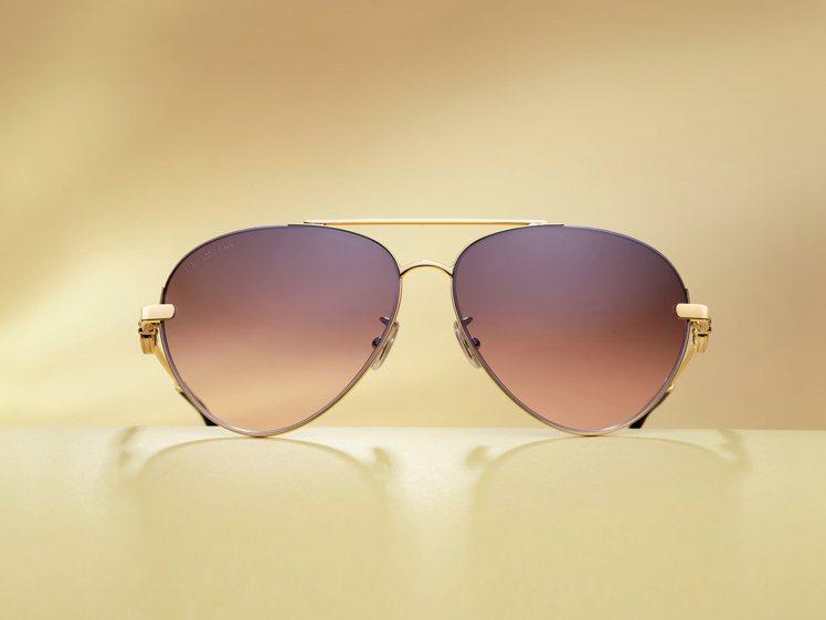 淚滴型鏡片的「飛行員(Aviator)」太陽眼鏡,是經典的風格之選。圖 / 歐米...