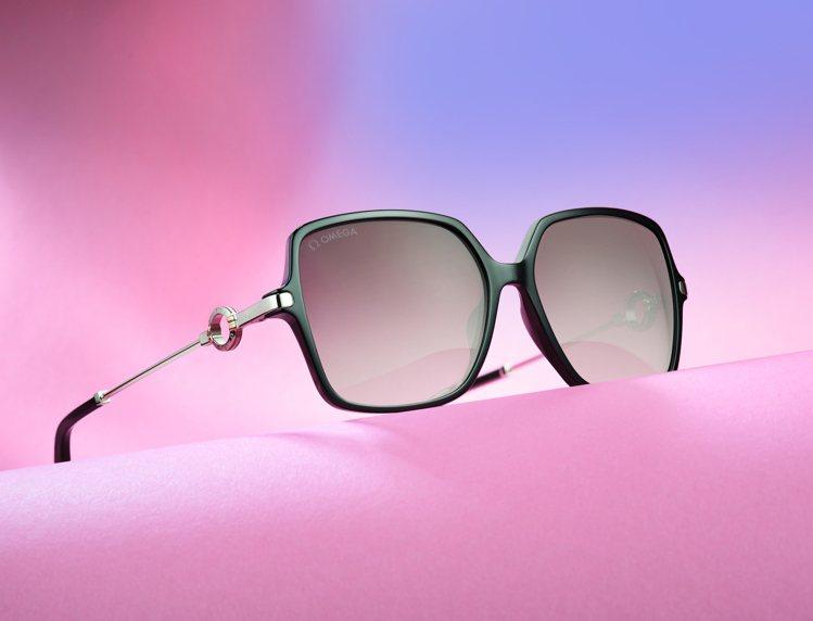 OMEGA全新系列的太陽眼鏡,委由義大利專業眼鏡公司Marcolin生產製造。圖...