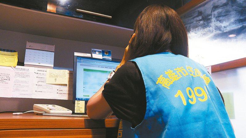 生命線總會辦公室主任陳萱佳說,三級警戒後,從5月20日至6月底來電數比去年同期增加2倍,民眾焦慮程度超乎想像。圖/國際生命線台灣總會提供