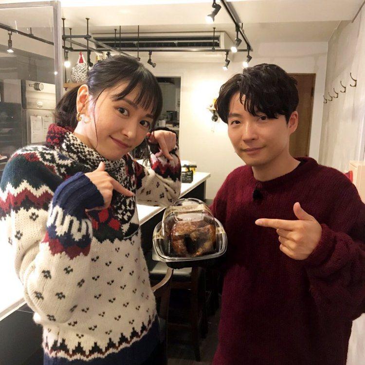 新垣結衣(左)與星野源上個月剛宣布結婚。圖/摘自IG