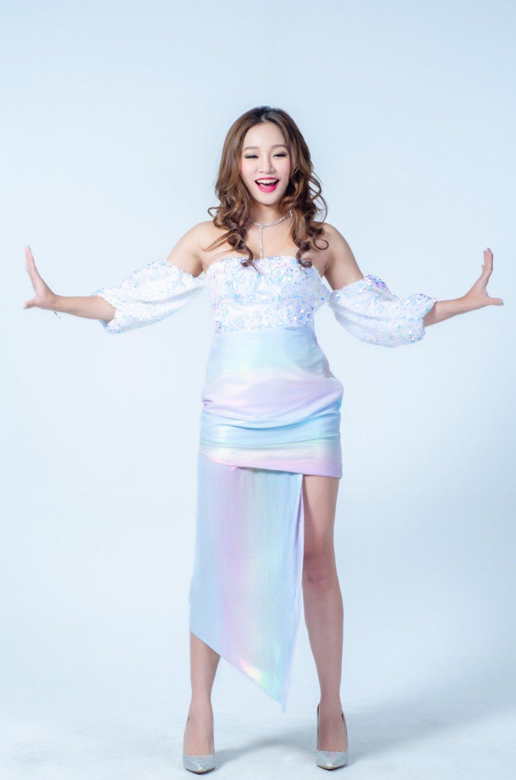 賴慧如在「黃金歲月」飾演動感歌手,造型性感火辣。圖/民視提供