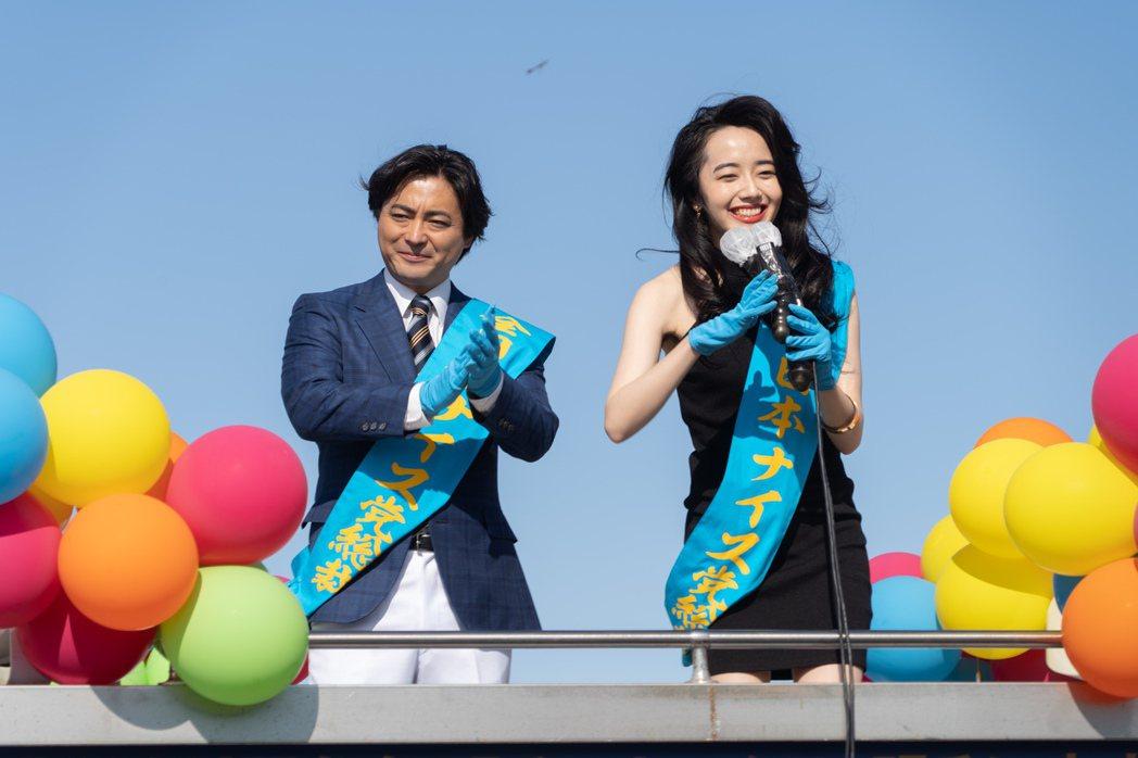 山田孝之(左)與森田望智在「AV帝王」第2季仍有超尺度演出。圖/Netflix提...