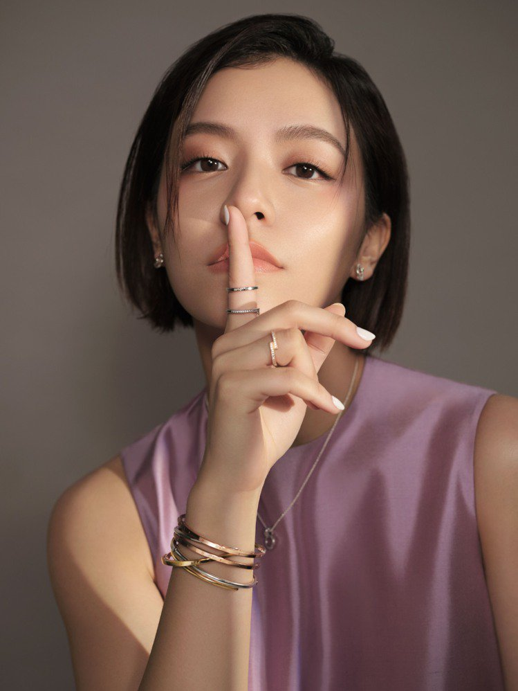 宋芸樺配戴全新Pandora Signature系列飾品。圖/PANDORA提供