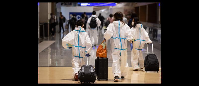 圖為日前桃園機場內準備搭機出境的旅客。聯合報系資料照