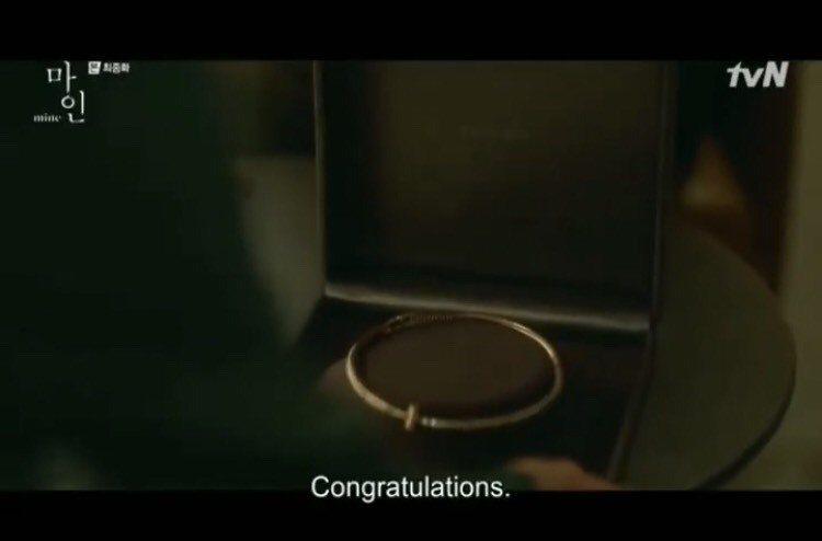 結局金瑞亨的兒子送上Tiffany T1系列玫瑰金鑲鑽項鍊給她,她感動落淚。圖/...