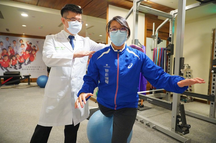 聯新國際醫院運動醫學科醫師劉又銓說,整理家務只能算是勞動或活動,不能當做是運動,...